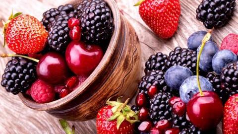 ¿Cuáles son los beneficios de los frutos rojos?