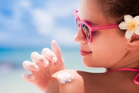 ¿Cuánto protector solar hay que ponerse para que sea efectivo? y otros cuidados antes de tomar sol.